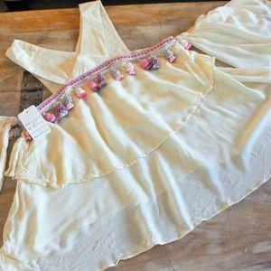❤️2/$25 NWT Ivory Pink Tassle Boho Festival Top M